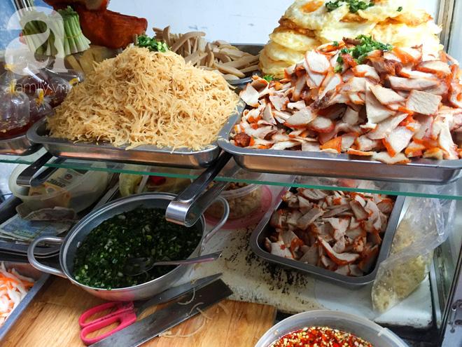 Xe bánh mì Tư Trầu ngon nức tiếng Sài Gòn: 60 năm vẫn bao ghiền bởi vị xíu mại độc quyền - ảnh 9