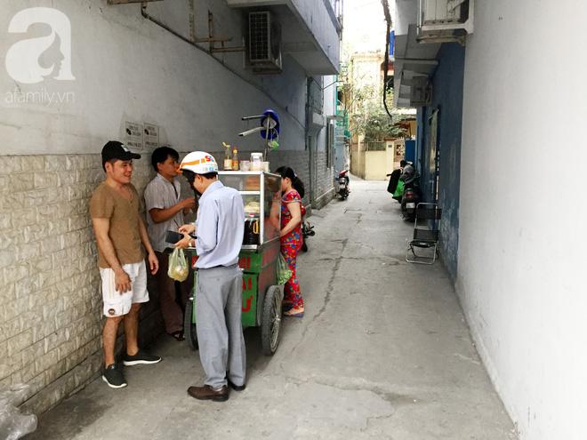 Xe bánh mì Tư Trầu ngon nức tiếng Sài Gòn: 60 năm vẫn bao ghiền bởi vị xíu mại độc quyền - ảnh 14