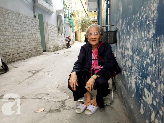Xe bánh mì Tư Trầu ngon nức tiếng Sài Gòn: 60 năm vẫn bao ghiền bởi vị xíu mại độc quyền - ảnh 1