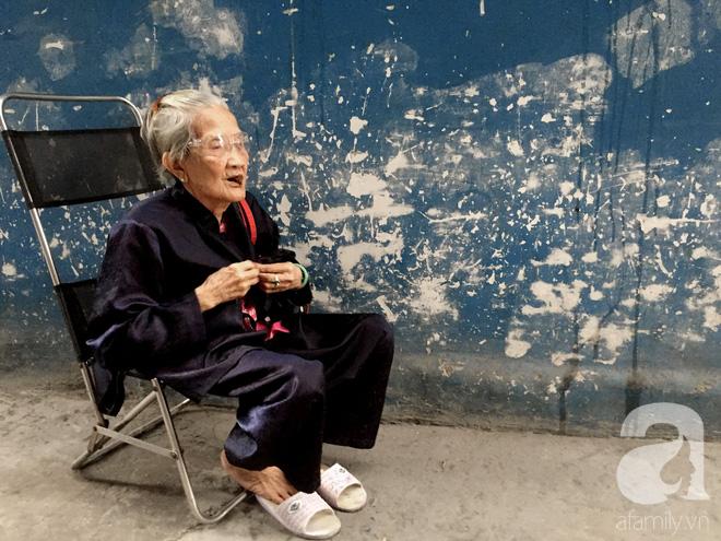 Xe bánh mì Tư Trầu ngon nức tiếng Sài Gòn: 60 năm vẫn bao ghiền bởi vị xíu mại độc quyền - ảnh 3
