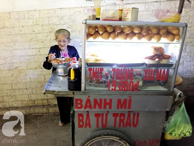 Xe bánh mì Tư Trầu ngon nức tiếng Sài Gòn: 60 năm vẫn bao ghiền bởi vị xíu mại độc quyền - ảnh 5
