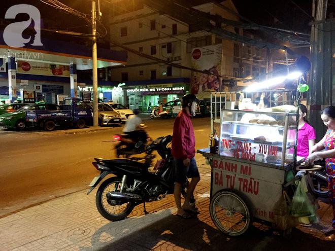 Xe bánh mì Tư Trầu ngon nức tiếng Sài Gòn: 60 năm vẫn bao ghiền bởi vị xíu mại độc quyền - ảnh 16