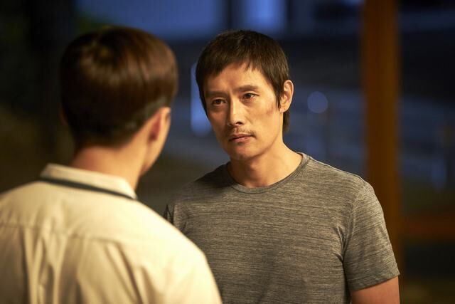 Lee Byung Hun sụp đổ hình tượng, chưa bao giờ khác đến thế trên màn ảnh! - Ảnh 2.
