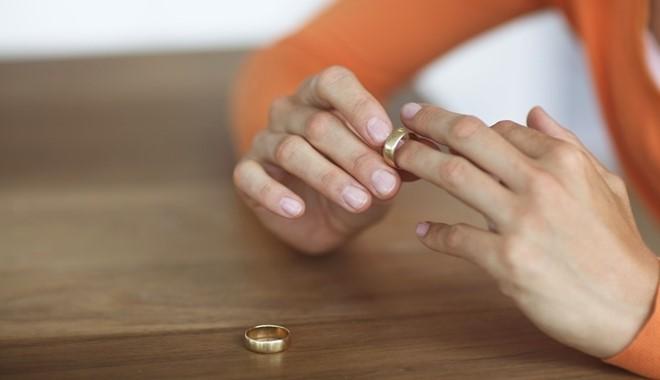 Chú ý: Đây chính là tháng các cặp vợ chồng dễ quyết định ly hôn nhất - Ảnh 1.