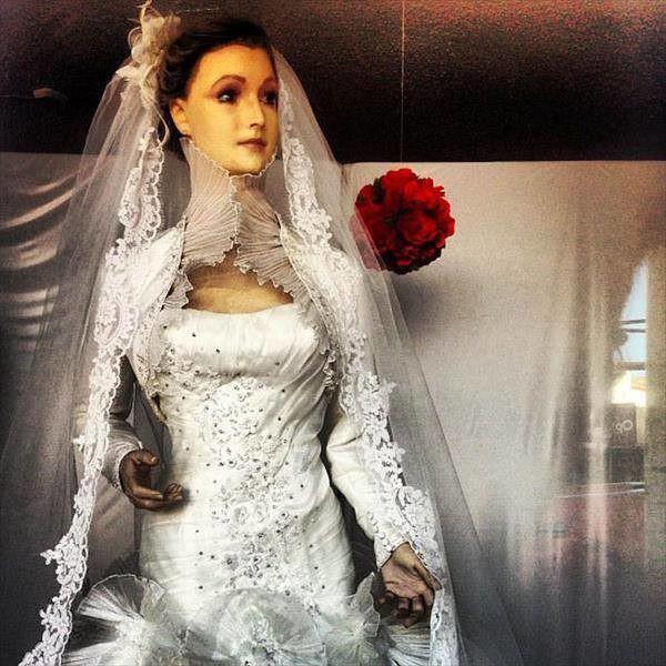 Bí ẩn chuyện cửa hàng váy cưới dùng xác ướp người chết làm ma-nơ-canh, hơn 80 năm rồi vẫn chưa có câu trả lời thuyết phục - Ảnh 5.