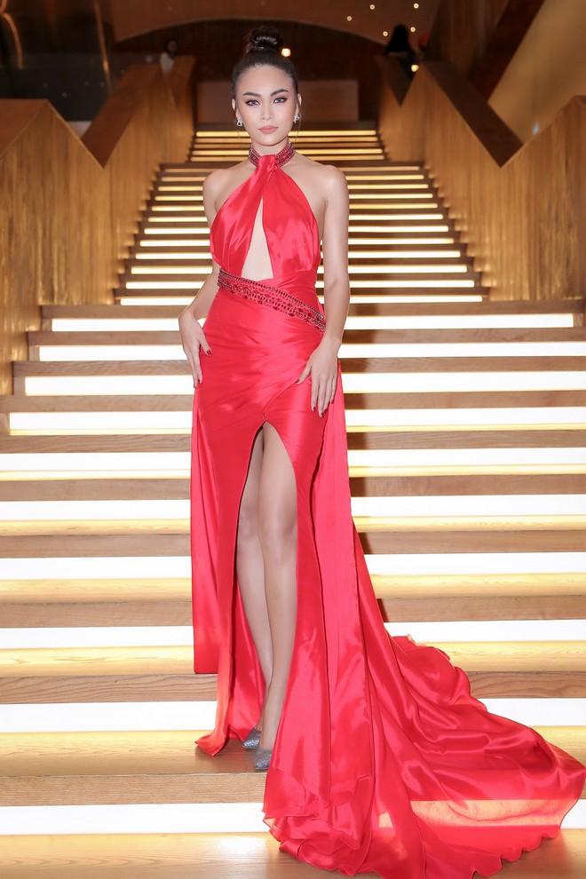 Diện chung một thiết kế đầm đỏ gợi cảm, Nam Em sang trọng lộng lẫy, đối lập Mâu Thủy cá tính sắc lạnh - Ảnh 8.