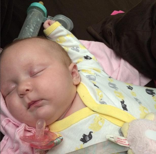 """Cận cảnh khuôn mặt hạnh phúc của những em bé """"phê"""" sữa sau khi bú mẹ - Ảnh 7."""