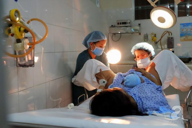 Bà mẹ 24 tuổi ở Sài Gòn sinh bé gái ngay thời khắc đầu tiên của năm 2018  - Ảnh 10.