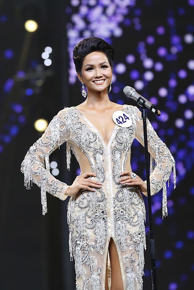 Trước khi đăng quang Hoa hậu, HHen Niê đã là một người mẫu sáng giá với những khoảnh khắc catwalk xuất thần thế này đây - Ảnh 2.