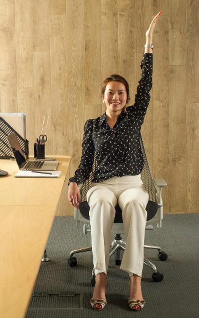 Dân văn phòng ngồi nhiều luôn đối mặt với tình trạng đau lưng khó chịu và đây là cách giải quyết hiệu quả - Ảnh 1.