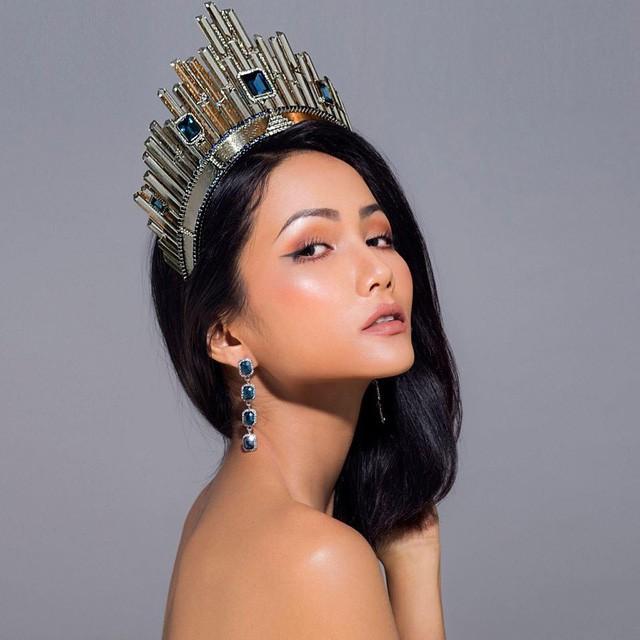 1,5kg gà mỗi ngày và một nải chuối chín: Bí quyết giữ vóc dáng như Tân Hoa hậu HHen Niê - Ảnh 1.