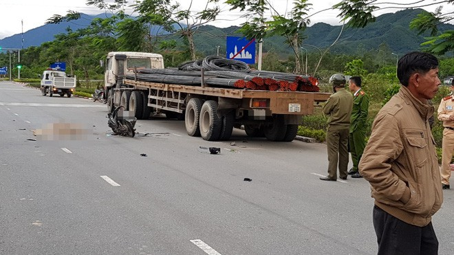 Đà Nẵng: Xe tải va chạm với xe máy, nữ sinh đại học sinh năm 1996 tử vong thương tâm - Ảnh 1.