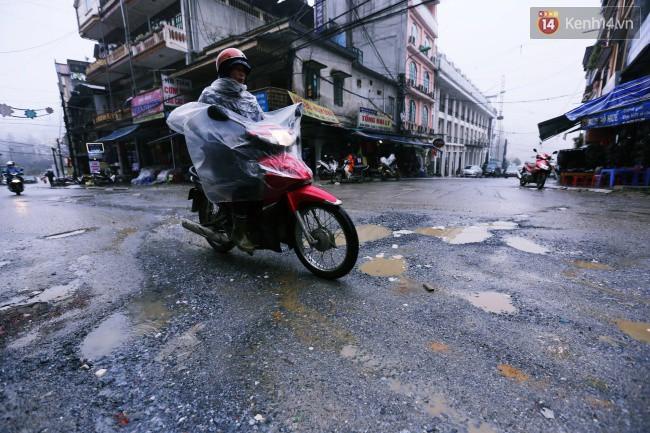 Chùm ảnh: Những con đường xuống cấp trầm trọng giữa thiên đường du lịch Sa Pa - Ảnh 1.