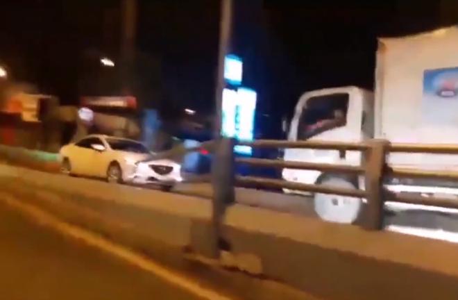 Nữ tài xế lái xe ngược chiều trên cầu vượt thép ngã 5 Gò Vấp - Ảnh 2.