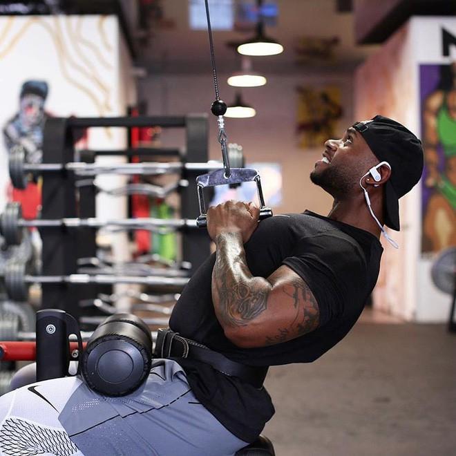 Tập gym vào buổi sáng làm giảm cảm giác thèm ăn, giúp bạn duy trì sự tỉnh táo cho cả ngày dài - Ảnh 1.