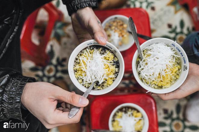 Trong những ngày lạnh tê tái, chỉ 5 món chè nóng này mới đủ ma lực để chị em tung chăn ra đường đi ăn - Ảnh 2.