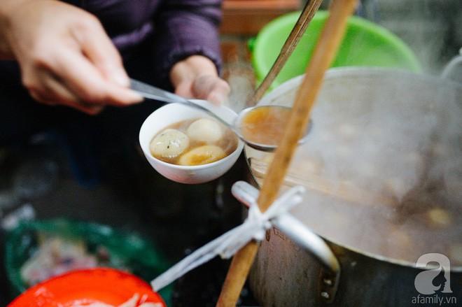Trong những ngày lạnh tê tái, chỉ 5 món chè nóng này mới đủ ma lực để chị em tung chăn ra đường đi ăn - ảnh 13