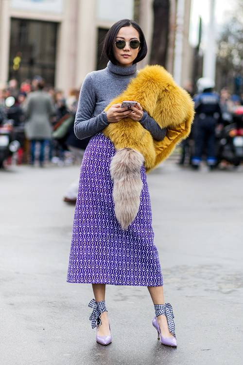 3 cách mix 'thần thánh' đưa áo sweater trở thành item đáng mặc vào mùa xuân - Ảnh 2.