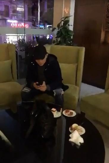 Thái độ khó hiểu của Tim khi có mặt trong tiệc sinh nhật Trương Quỳnh Anh - ảnh 1