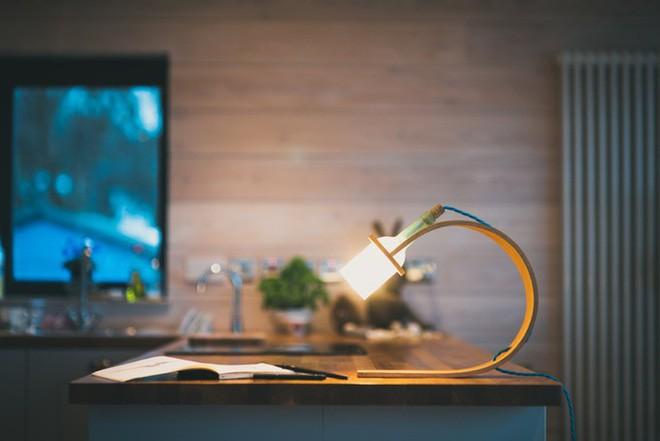 Đèn tái chế có thiết kế hiện đại tối giản đẹp như một cơn mơ - Ảnh 1.
