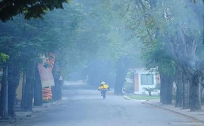 Sương mù dày đặc, bao trùm Bắc Bộ cả ngày và không có nắng - ảnh 1