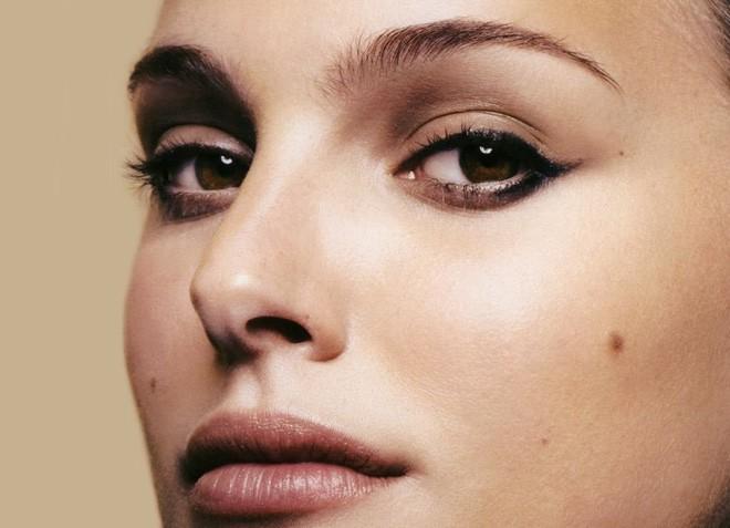 Chỉ là tiểu phẫu nhưng tẩy nốt ruồi không đúng cách có thể bị hủy hoại cả khuôn mặt bạn - Ảnh 1.