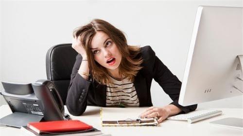 Đôi khi, áp lực công việc khiến ta khủng hoảng, mất phương hướng. Làm theo hai bước dưới đây sẽ giúp bạn vơi đi được phần nào tình trạng đó - Ảnh 1.