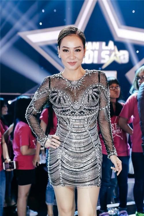 Đến cả những chiếc váy cũng xuất hiện phiên bản 'song sinh', giống hàng 'tái chế' đến 99% - Ảnh 2.