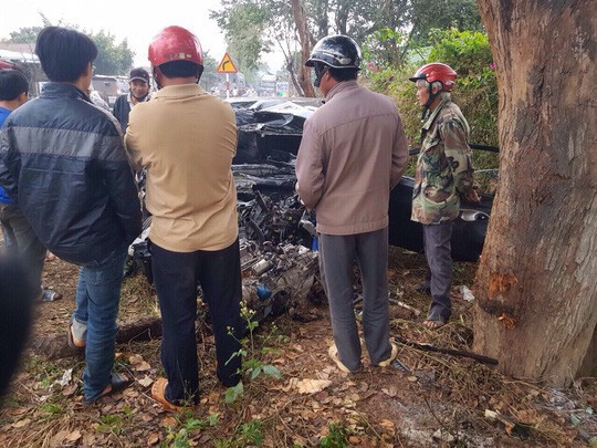 Tai nạn thảm khốc ở Đắk Lắk: Xế hộp lấn làn tông trực diện xe tải - Ảnh 2.