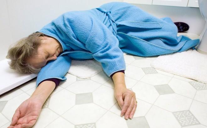 Chuyên gia tim mạch cảnh báo: Tắm vào thời điểm này nguy cơ đột quỵ rất cao - Ảnh 1.
