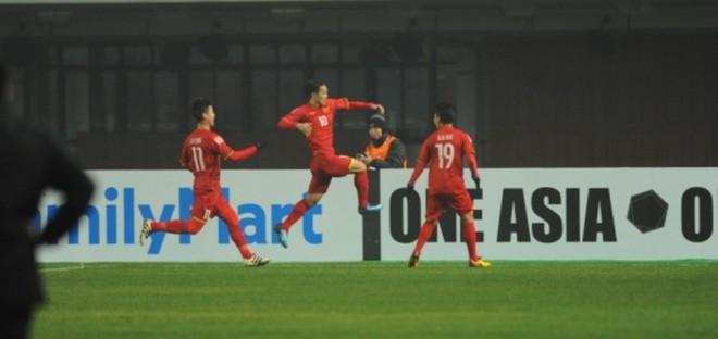 KHÔNG THỂ TIN NỔI! U23 Việt Nam đặt cả châu Á dưới chân bằng chiến thắng để đời - Ảnh 1.