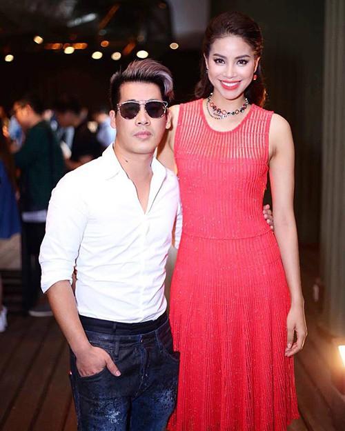 Đại chiến stylist: Chê HHen Niê mặc xấu, cựu stylist của Phạm Hương bị ekip tân Hoa hậu vỗ mặt - Ảnh 2.