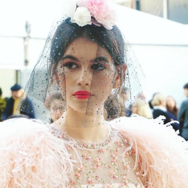 Con gái 16 tuổi của Cindy Crawford xuất hiện ấn tượng ở Tuần lễ Thời trang Haute Couture - Ảnh 1.