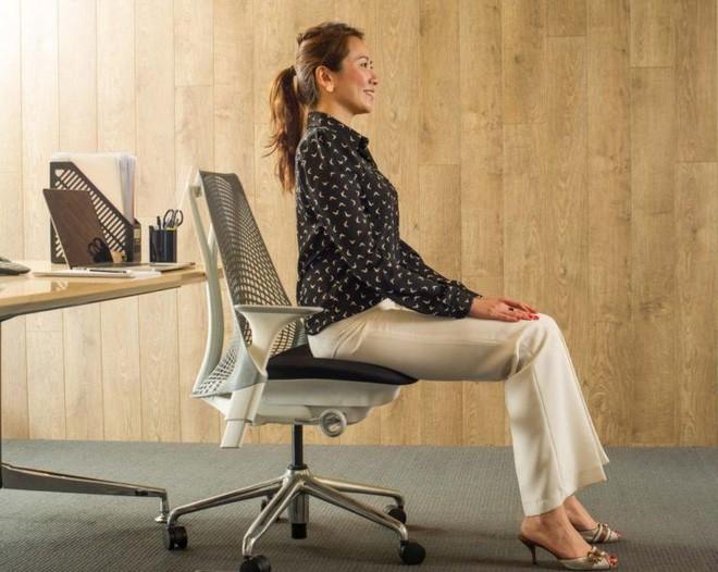 Dân văn phòng ngồi nhiều luôn đối mặt với tình trạng đau lưng khó chịu và đây là cách giải quyết hiệu quả - Ảnh 11.
