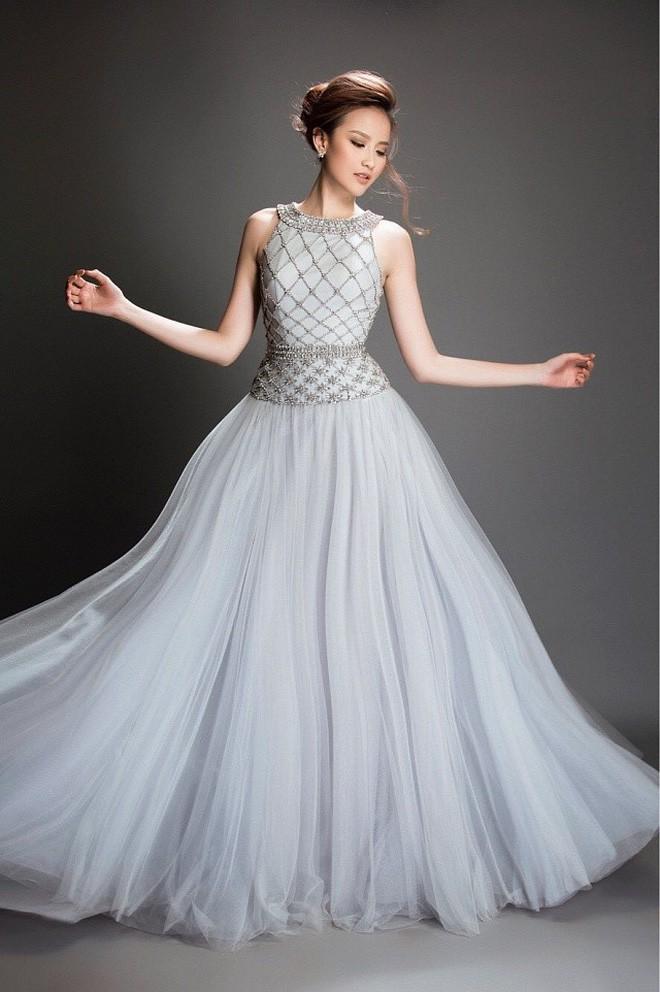 Kể từ khi đăng quang, từ Hoa hậu HHen Niê cho đến 2 Á hậu Hoàn vũ cứ mải miết dùng lại đồ cũ - Ảnh 11.