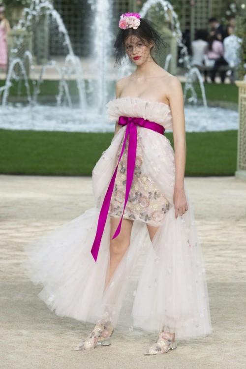 Con gái 16 tuổi của Cindy Crawford xuất hiện ấn tượng ở Tuần lễ Thời trang Haute Couture - Ảnh 11.