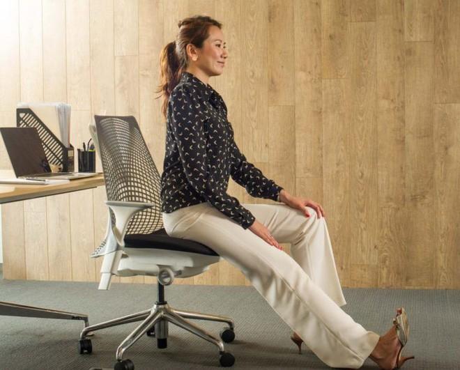 Dân văn phòng ngồi nhiều luôn đối mặt với tình trạng đau lưng khó chịu và đây là cách giải quyết hiệu quả - Ảnh 12.