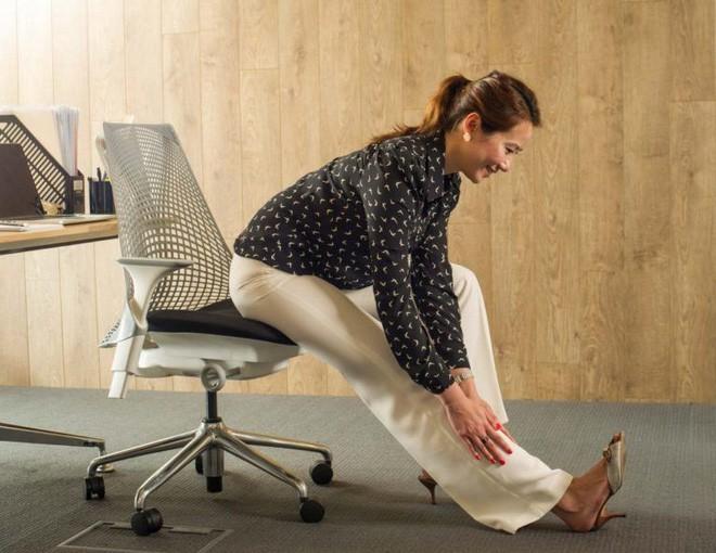 Dân văn phòng ngồi nhiều luôn đối mặt với tình trạng đau lưng khó chịu và đây là cách giải quyết hiệu quả - Ảnh 13.