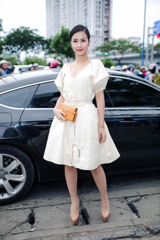 Đại chiến stylist: Chê HHen Niê mặc xấu, cựu stylist của Phạm Hương bị ekip tân Hoa hậu vỗ mặt - Ảnh 13.