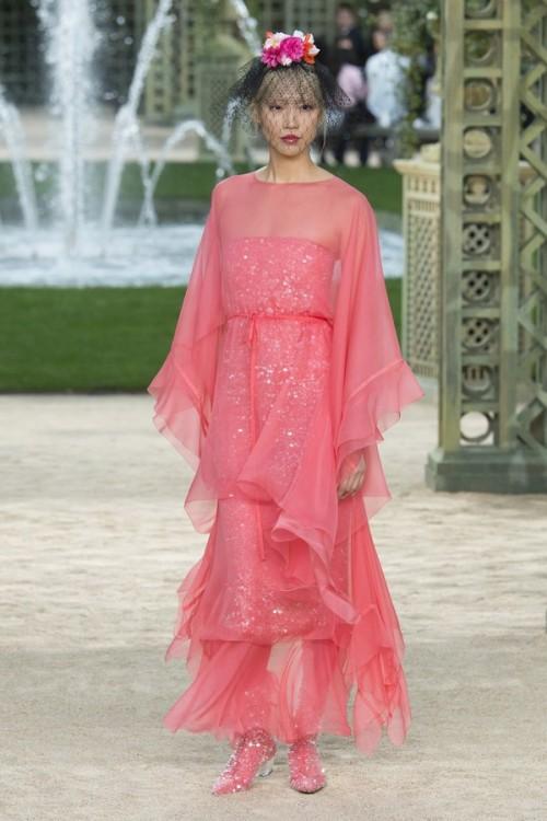 Con gái 16 tuổi của Cindy Crawford xuất hiện ấn tượng ở Tuần lễ Thời trang Haute Couture - Ảnh 13.