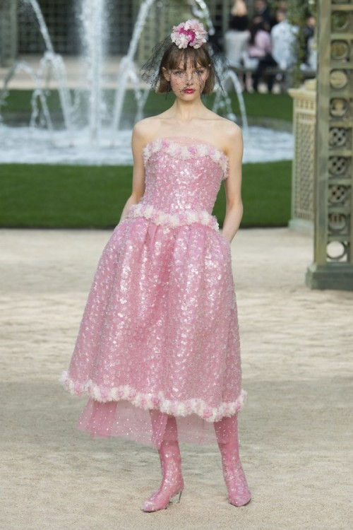 Con gái 16 tuổi của Cindy Crawford xuất hiện ấn tượng ở Tuần lễ Thời trang Haute Couture - Ảnh 14.