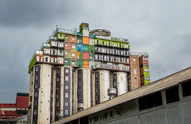 15 ngôi nhà độc đáo trên thế giới được tạo nên từ… container tái chế - Ảnh 18.