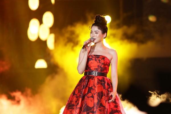 Diện lại váy cũ của Hà Tăng, Lệ Quyên vẫn xinh đẹp, sang trọng không tì vết - Ảnh 3.