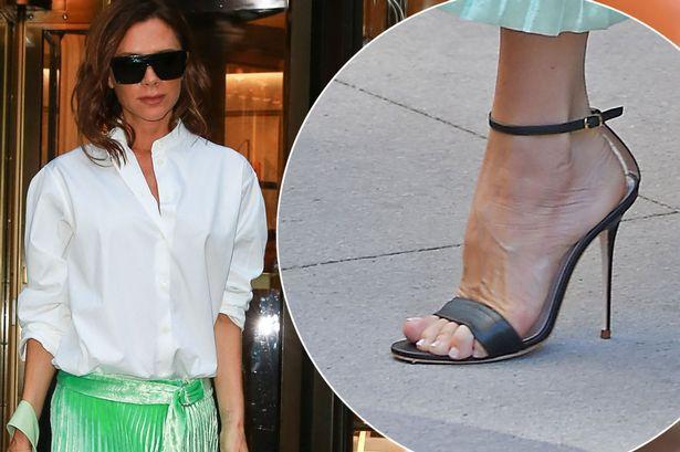 Mê cao gót nhưng Victoria Beckham lại khiến bàn chân trông thật khốn khổ khi phải tạo dáng căng - Ảnh 3.