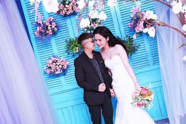 Bộ ảnh cưới 'chụp trước, cưới sau' của cặp đôi hoán đổi giới tính cho nhau - Ảnh 3.
