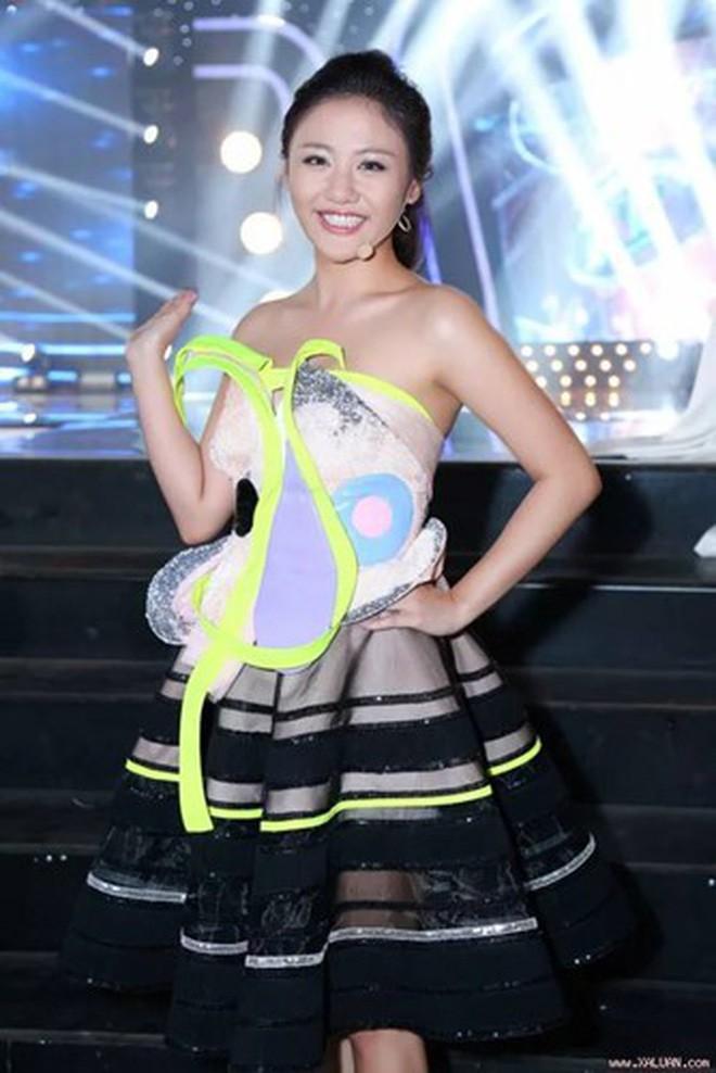 Đại chiến stylist: Chê HHen Niê mặc xấu, cựu stylist của Phạm Hương bị ekip tân Hoa hậu vỗ mặt - Ảnh 25.