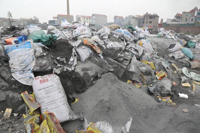 Ám ảnh bãi phế liệu kín cả cánh đồng tại nơi xảy ra vụ nổ ở Bắc Ninh - Ảnh 4.