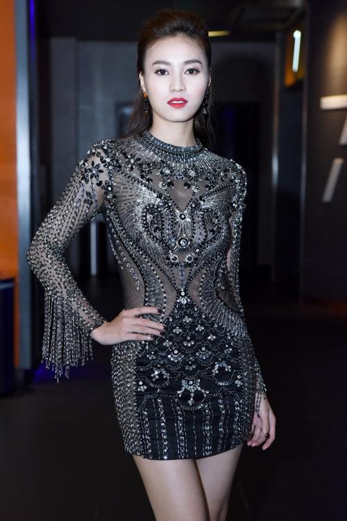 Đến cả những chiếc váy cũng xuất hiện phiên bản 'song sinh', giống hàng 'tái chế' đến 99% - Ảnh 4.