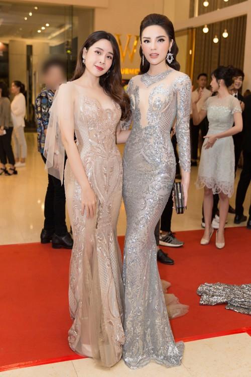 Hoa hậu Kỳ Duyên diện đầm ôm, không ngại khoe vòng 1 khiêm tốn trên thảm đỏ - Ảnh 4.