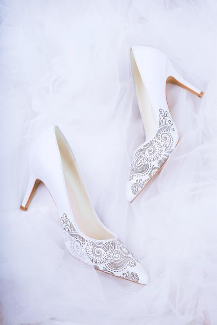 Những mẫu giày trắng chỉ cần ngắm thôi đã thấy yêu rồi - Ảnh 5.